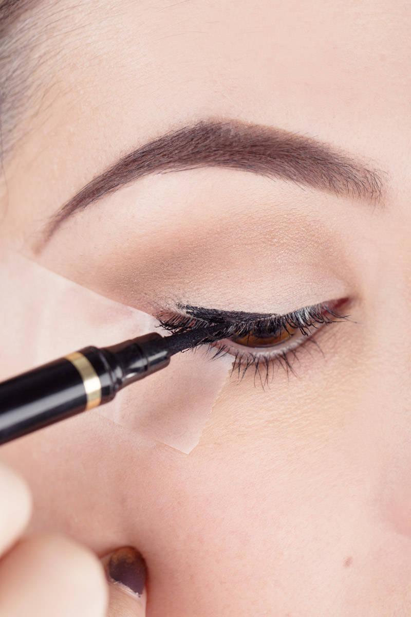 elle-beauty-liquid-eyeliner
