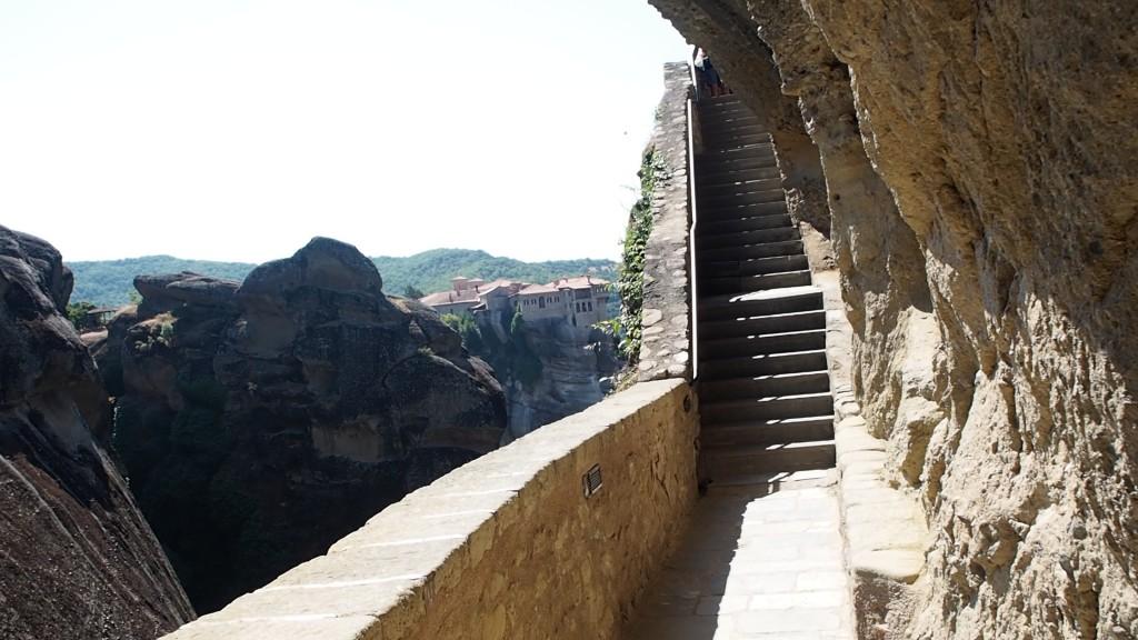 Стълбите към Големият Метеор са изсечени в скалата